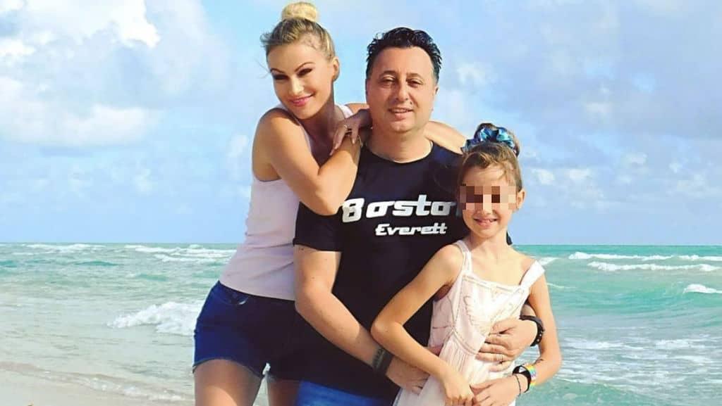Eva Henger alle Maldive con Massimiliano Caroletti e la figlia Jennifer