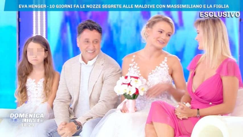 Eva Henger con Caroletti e le figlie Jennifer e Mercedesz a Domenica Live