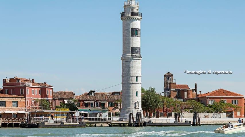 La palazzina si trovava sull'isola di Murano, a Bersaggio, nelle vicinanze del faro
