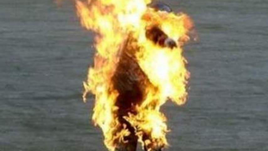 fiamme suicidio