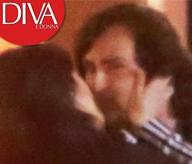 Elisa Isoardi e Alessandro Di Paolo si baciano