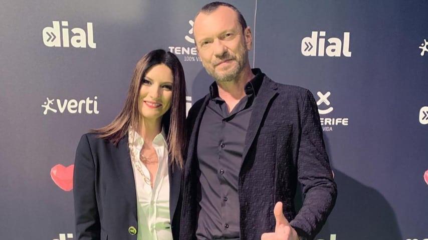 """Laura Pausini e Biagio Antonacci in posa per l'evento """"Premios Dial"""" tenutosi a Tenerife"""