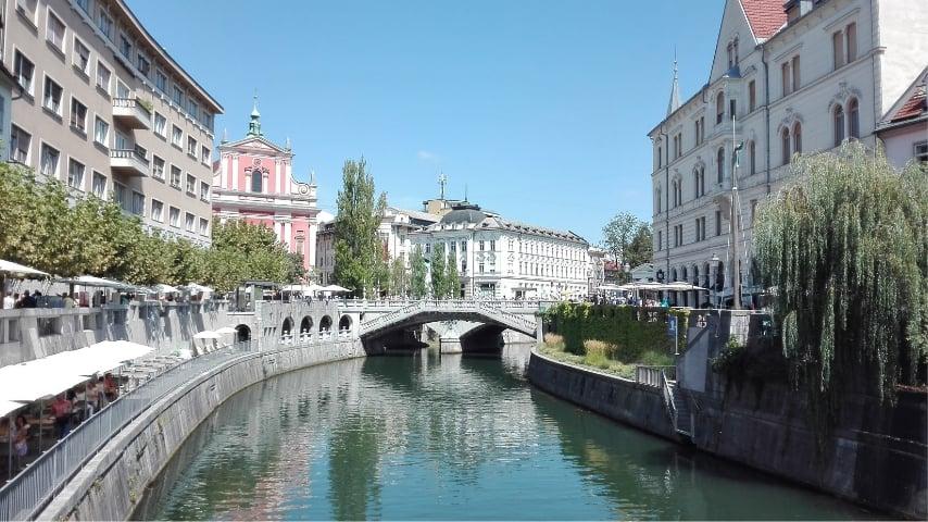 scorcio su un ponte di lubiana, capitale della slovenia