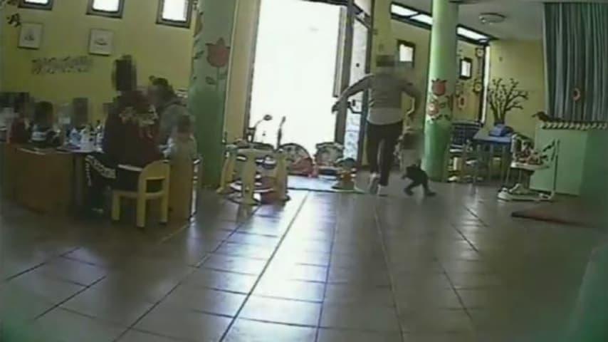 Varzi, maestra d'asilo arrestata per maltrattamenti sui bambini