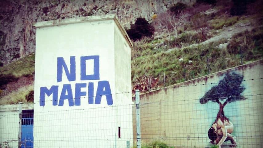 Denuncia i boss della mafia, ma perde tutti gli appalti: imprenditore si suicida