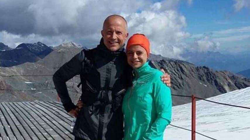 Giorgio Mastrota in montagna con la figlia