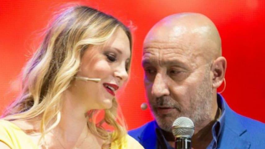 Le lacrime in diretta di Maurizio Battista per la terza figlia: