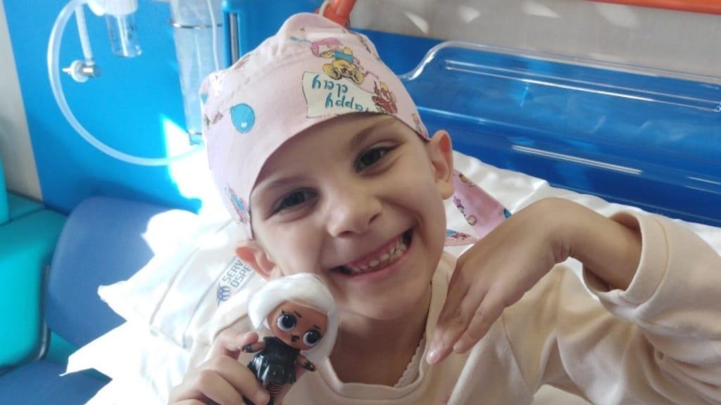 Giulia è affetta da un neuroblastoma, la mamma ha perso il lavoro e sono ancora tante le spese che dovrà affronatre per curarsi: una raccolta fondi per aiutarla