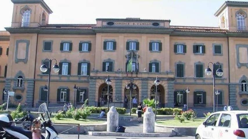 Roma, 17enne aggredita da 4 rottweiler: è grave