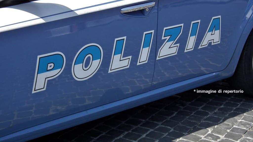 30enne trovato morto nel parcheggio di fiumicino, polizia indaga