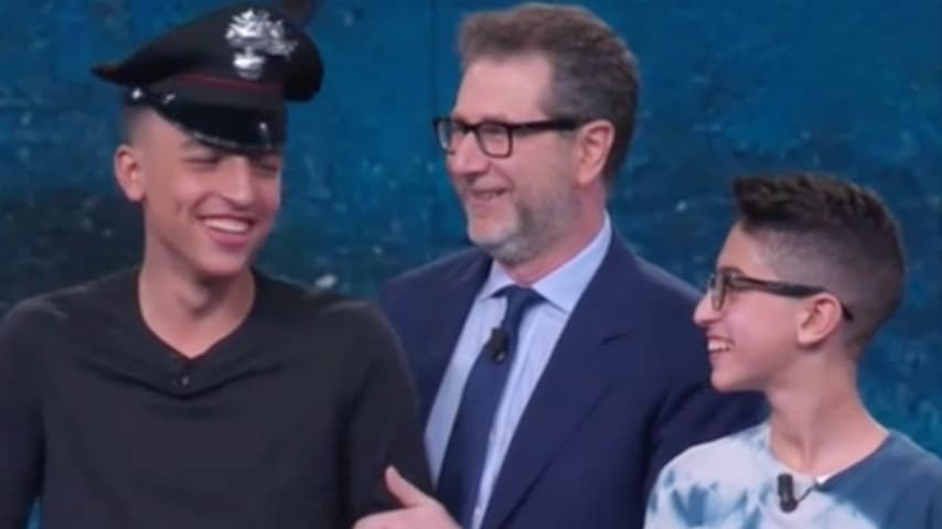Rami con il cappello regalato dai carabinieri