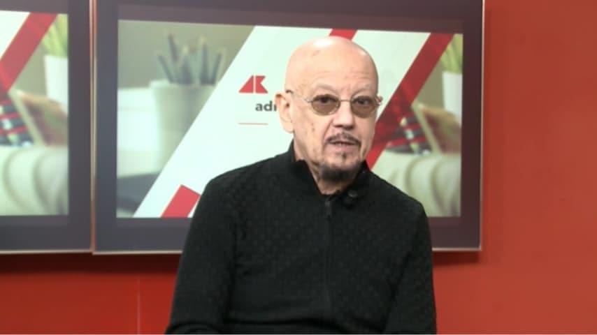 Enrico Ruggeri durante l'intervista su AdnKronos Live