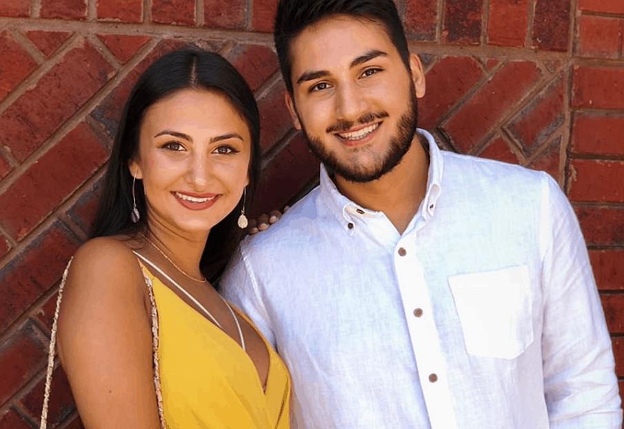 Sara e Mohammad insieme sorridenti