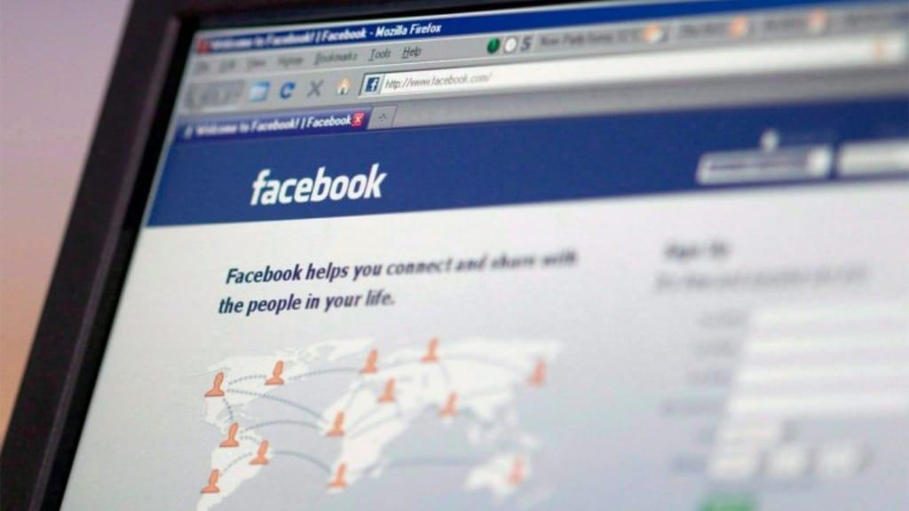 schermata di facebook su un computer