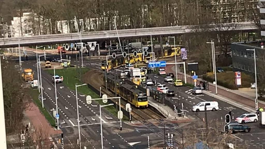 Le immagini da Twitter della sparatoria a Utrecht