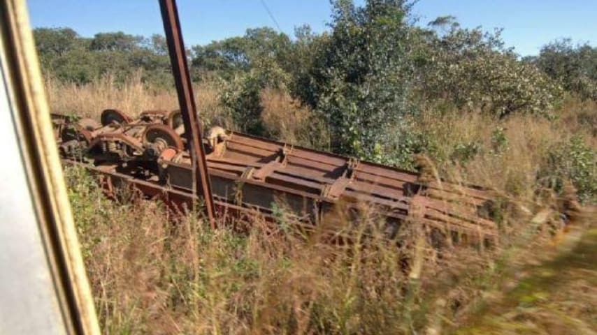 treno deragliato nella steppa
