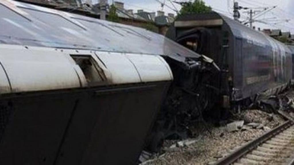 treno deragliato fuori dai binari