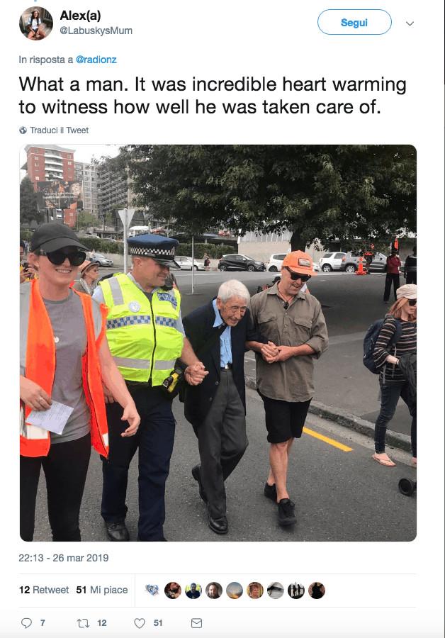 il 92enne durante la manifestazione