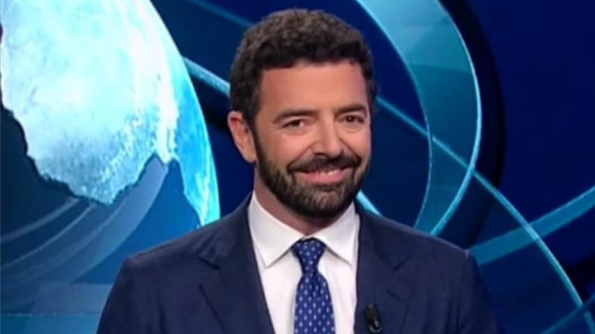Il giornalista Alberto Matano durante un'edizione del TG1