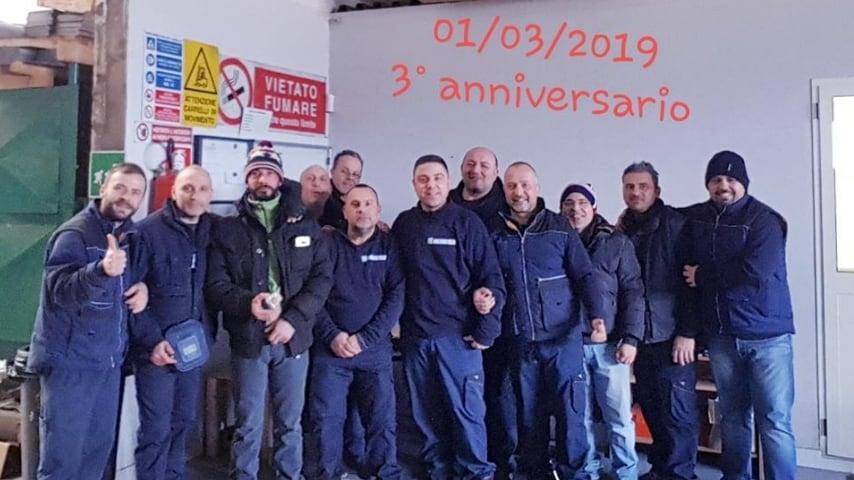 All'inizio dello scorso mese, gli operai hanno festeggiato l'anniversario della riapertura. Fonte: Screensud Società Cooperativa p.a./Facebook
