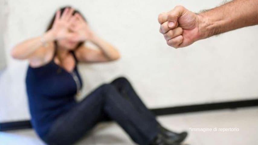 Dopo il rifiuto della donna i due l'hanno picchiata con pugni in pieno volto facendole perdere i sensi. Immagine di repertorio