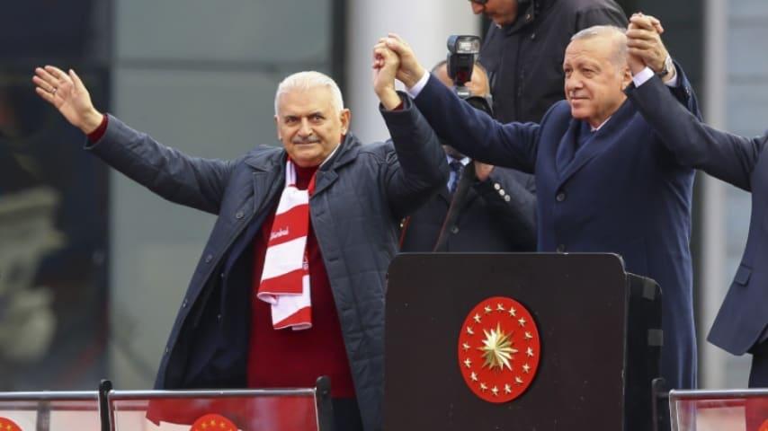 Erdoğan con il candidato Binali Yildirim. Fonte: Binali Yildirim/Twitter