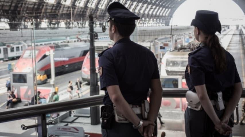 Gli agenti della Polfer e della Polstrada hanno somministrato il test dell'etilometro a uno dei due macchinisti. Immagine: Sito Polizia di Stato