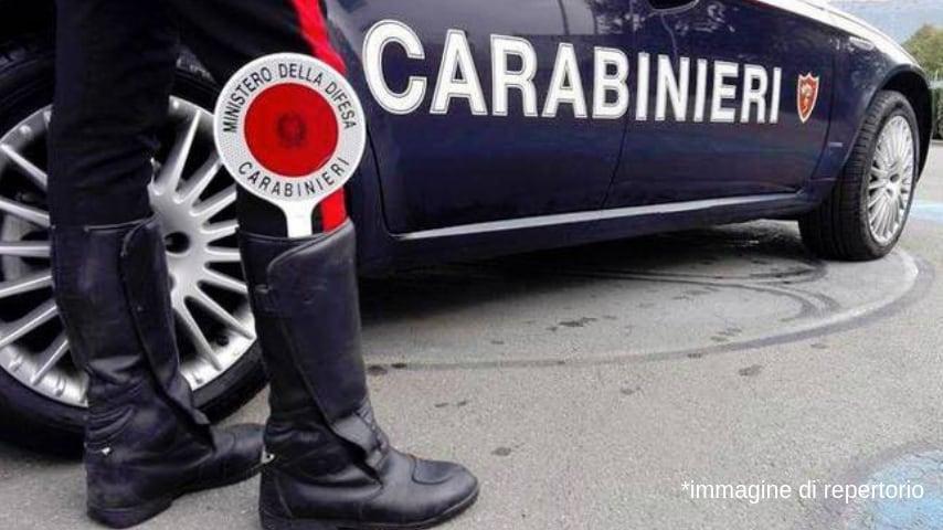 I carabinieri hanno portato la ragazza nei loro uffici per l'identificazione e la denuncia. Immagine di repertorio