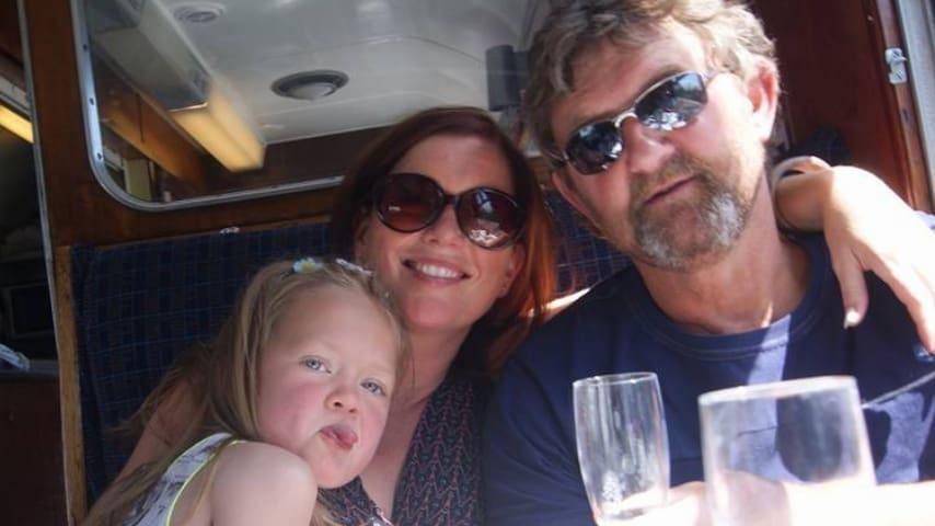 In viaggio con i genitori quando ancora non aveva bisogno costantemente del respiratore. Immagine: Stella Curran/Facebook