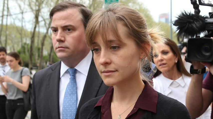 L'attrice all'uscita dal tribunale. Fonte: Sky News UK