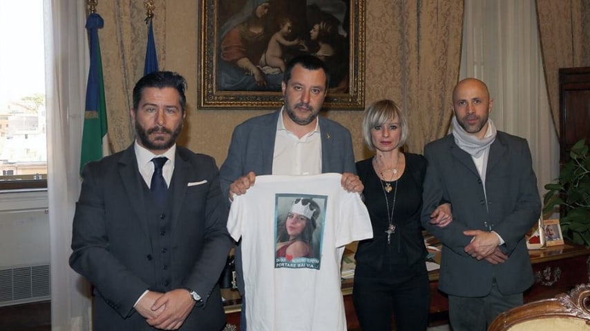 L'avvocato Marco Valerio Verni con il ministro Salvini e i genitori di Pamela. Fonte: Marco Valerio Verni/Facebook