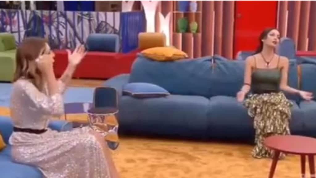 Guendalina Canessa entra in casa e si scontra con Francesca De André