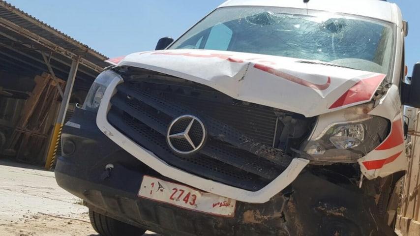 Un mezzo medico distrutto a Tripoli. Foto: WHO/Twitter