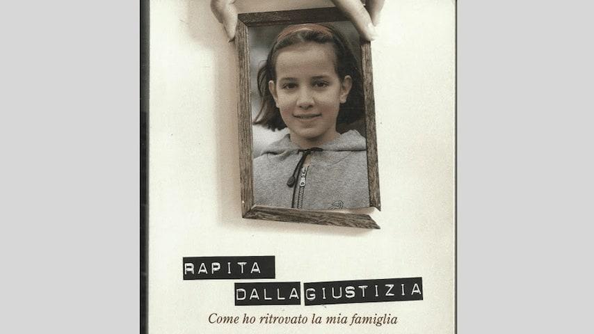 """Copertina del libro """"Rapita dalla giustizia. Come ho ritrovato la mia famiglia"""", scritto da Angela Lucanto, Caterina Guarneri e Maurizio Tortorella."""