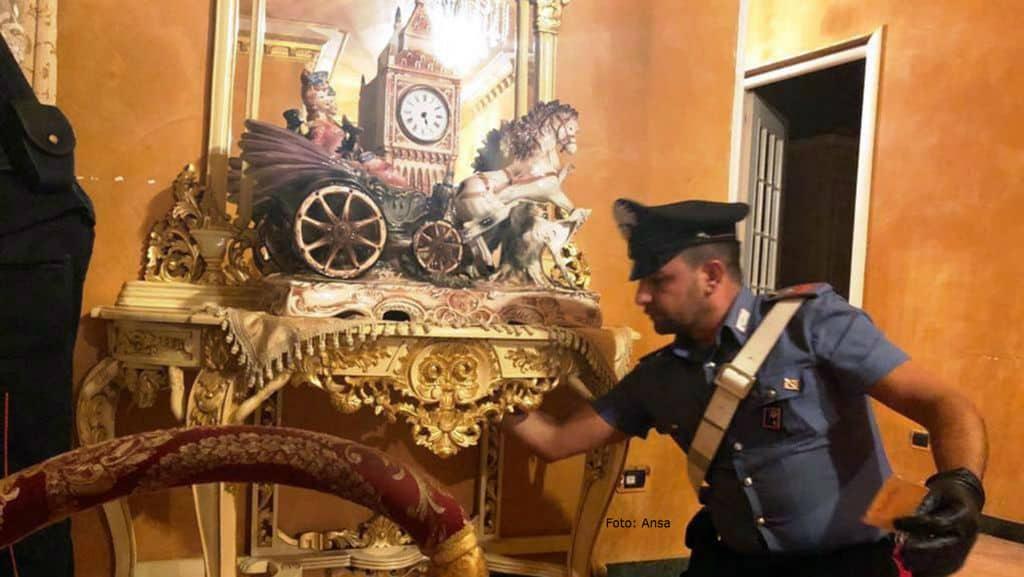 villa dei casamonica con un carabiniere durante un blitz