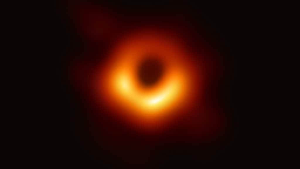 la fotografia di un buco nero
