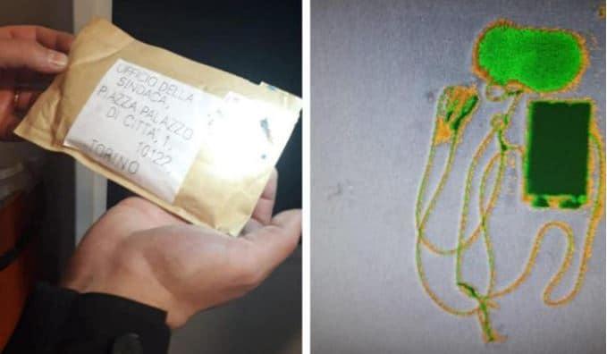 L'esterno e l'interno della busta inviata alla sindaca Appendino