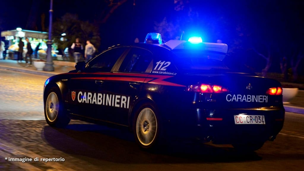 carabinieri- radiombile in notturna