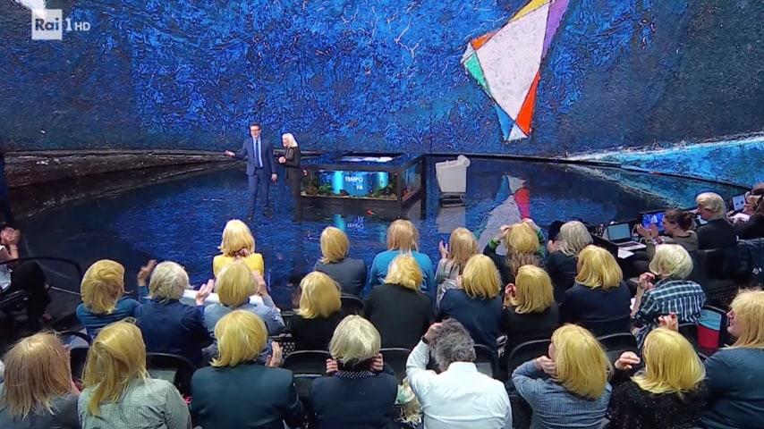Il pubblico con le parrucche bionde a Che tempo che fa
