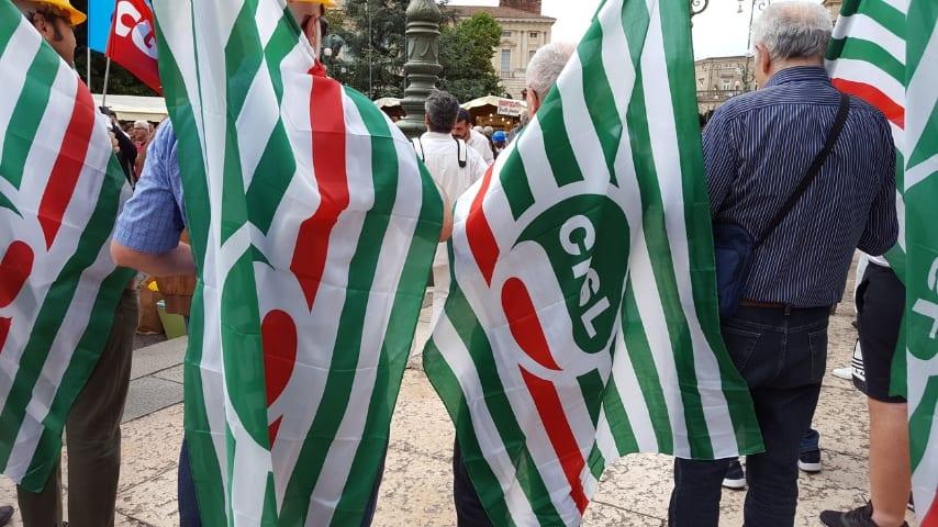 Massa Carrara, operai regalano 60 giorni di ferie e lo salvano dal licenziamento