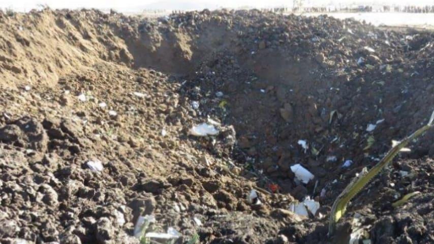 Il cratere lasciato dallo schianto. Foto: Aircraft Accident Investigation Bureau