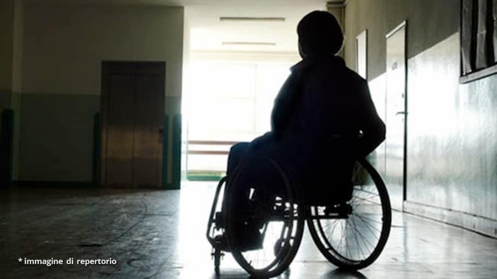 Napoli, donna disabile morta in casa e vegliata da sua madre