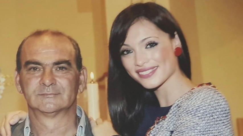 La foto di Lorella Boccia che la ritrae col padre, pubblicata sui social a seguito della scomparsa del genitore della ballerina