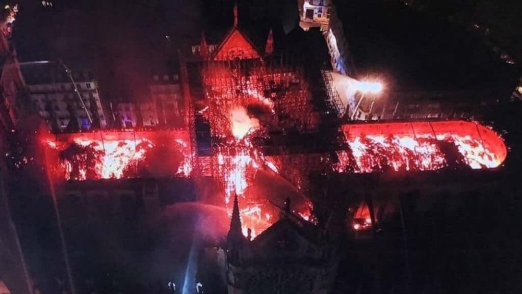 Notre-Dame distrutta