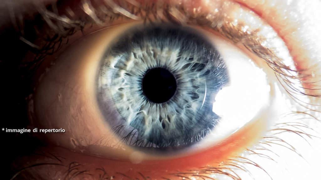 esempio di occhio umano di colore azzurro
