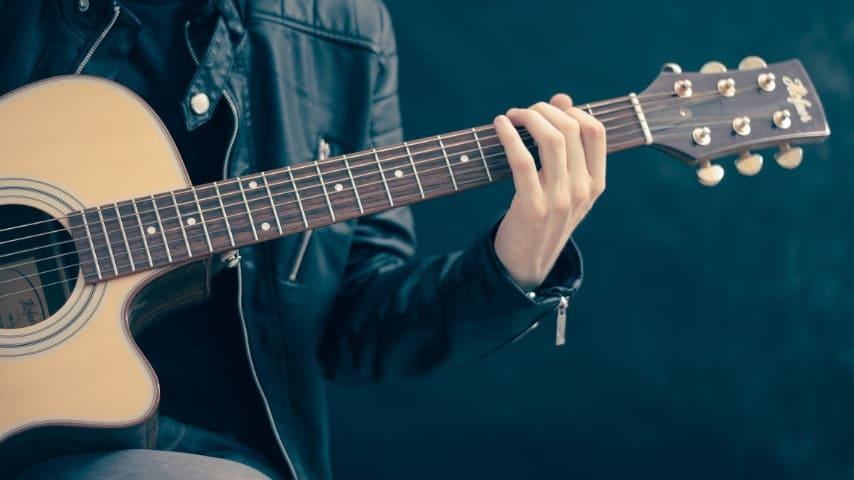 Un insegnante di chitarra arrestato per abusi sessuali sulle allieve
