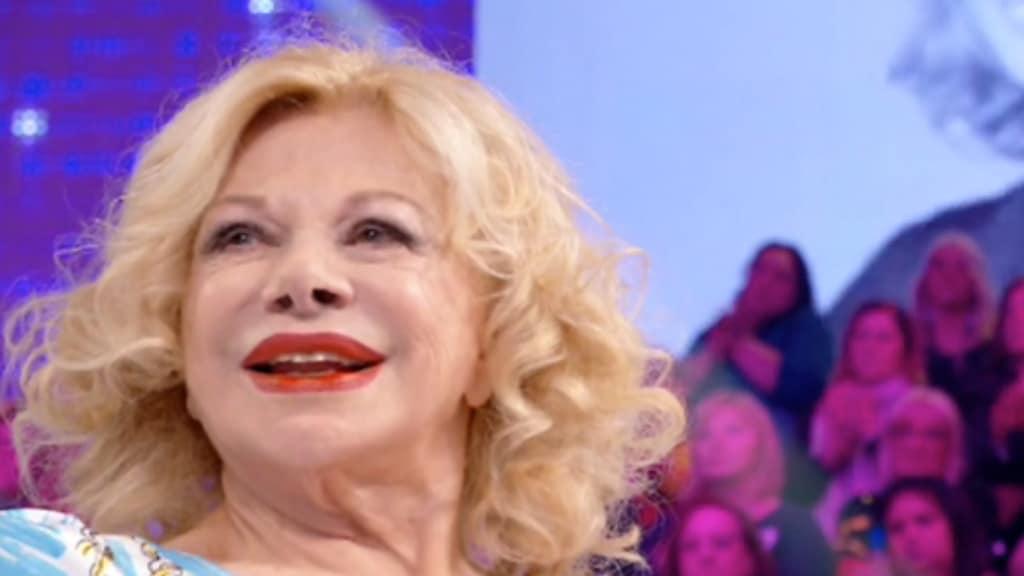 Sandra Milo sorridente a Verissimoa