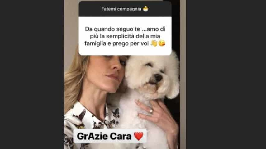 Elena Santarelli risponde ai fan nelle stories