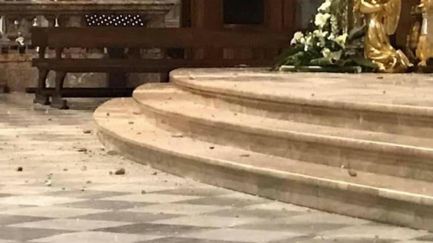 Calcinacci nel Duomo di Vigevano. Fonte: Don Mauro Bertoglio/Facebook