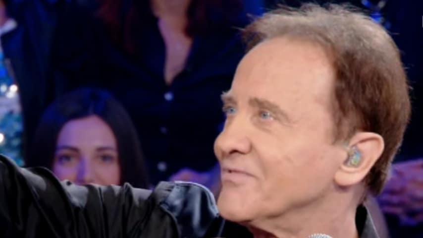Roby Facchinetti ospite a Verissimo canta e incanta lo studio